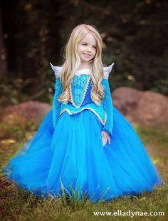Aurora (Costume by EllaDynae @Etsy) #SleepingBeauty