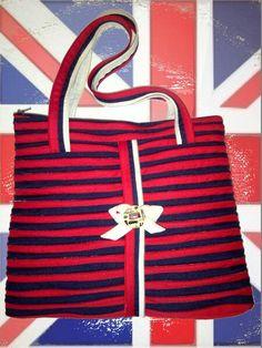 England - Borsa con manici in tono con la bandiera inglese realizzata con la sola cerniera lampo.  Disponibile in diverse misure.