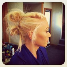 Gwen Stefani Hair do for the new No Doubt single Settle Down!!!! looks like a good way to keep hair back to