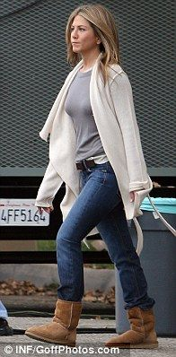 Jennifer Aniston. This is pretty much how I would dress if I could. And if it ever got cold.