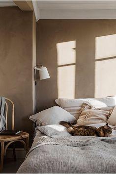 Home Interior De Mexico Bedroom with textures beige walls.Home Interior De Mexico Bedroom with textures beige walls Contemporary Bedroom, Modern Bedroom, Master Bedroom, Master Suite, Bedroom Wardrobe, Bedroom Brown, Beige Walls Bedroom, Bedroom Bed, Bedroom Headboards
