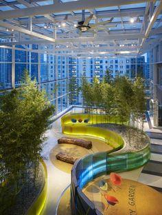 Ann & Robert H. Lurie Children's Hospital of Chicago ZGF Architects, Solomon Cordwell Buenz, Anderson Mikos Architects Chicago A sky garden on the floor provides kids and their families a place for recreation and relaxation. Healthcare Architecture, Healthcare Design, Architecture Design, Garden Architecture, Chinese Architecture, Atrium Garden, Sky Garden, Indoor Garden, Design Commercial