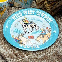 Cowboybursdag - 8 stk. Bursdagstallerkener i Cowboy-temaet.Ved siden av å være produsert i vaskeekte bursdagspapp, harde et utrolig kult design med farger og figurer som ser superstilig ut på bordet. #Cowboybursdag Cowboys, Westerns, Decorative Plates, Forslag, Tableware, Collection, Home Decor, Design, Birthday