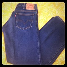 517 Levis These are already worn in in fantastic condition. Make me an offer. Levis Jeans Boot Cut