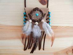 Medizinbeutel (mit Inhalt) aus echtem Leder mit Fransen und Verzierung in Form von türkisen Türkis-Perlen.  Symbolik: Schutz, Glück