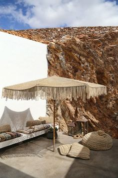 Bohemian spirit on the island of Syros by Block 722 architects Turbulences Déco Outdoor Spaces, Outdoor Living, Outdoor Decor, Exterior Design, Interior And Exterior, Casa Cook Hotel, Parasols, Natural Interior, Bungalows
