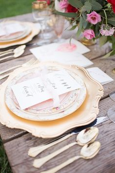 gold wedding accents - photo by Elizabeth Moore Photography http://ruffledblog.com/come-fly-away-with-me-wedding-inspiration