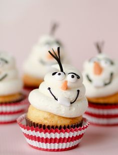 Frozen inspired cupcakes #cupcakes #cupcakeideas #cupcakerecipes #food #yummy #sweet #delicious #cupcake