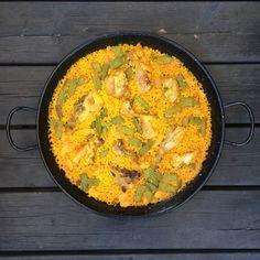 Paella Valenciana, Spanish, Curry, Ethnic Recipes, Food, Chicken Paella, Dish, Curries, Essen