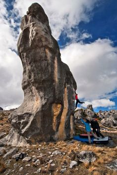 what is bouldering ?