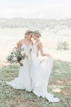 Pink Boho LGBTQ Winery Wedding Inspiration – Sierra Rose Photography 37 Blush pink details, braided hairstyles & embellished gowns in this gorgeous green hills make this shoot so pretty & feminine! #bridalmusings #bmloves #oregon #lgbtq #weddinginspo #weddinginspiration #winery