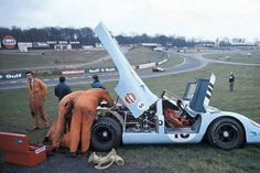 The Rodriguez/Kinnunen Porsche 917k receives some attention, BOAC 1000, Brands Hatch 1970. Presumably this is practice; raceday was more than a little wet. Despite the rain or, perhaps, because of it, the pair took the victory.