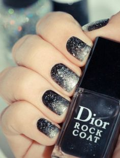 Nail art Natale, Galaxy con Rock Coat di Dior