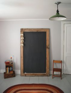 If we end up doing a chalkboard calendar this might be a good cheap option DIY Giant Chalkboard Large Chalkboard, Chalkboard Calendar, Best Chalkboard Paint, Chalkboard Mirror, Chalkboard Ideas, Pallet Furniture, Furniture Ideas, Decoration, Home Projects