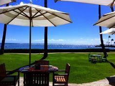 カハラホテルのプルメリアビーチハウス。 ここに座って景色を眺めているだけですっかりセレブ気分♪ ワイキキからほんの少し離れているだけなのに、ここではまるで離島に来たようなゆったりした時間が流れています◎ http://www.hawaiist.net/