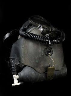 Vintage rebreather. Very cool.
