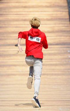 170609 Luhan Weibo Update: Today is Friday, let's exercise! Luhan Weibo, Chanyeol Baekhyun, Keep Running, Running Man, Baby Lulu, Today Is Friday, Hunhan, Asian Celebrities, Celebs