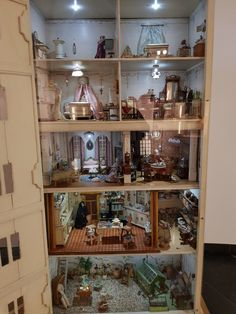 Puppen Ausstellung Port de Hal Brüssel Hallepoort 2017 Halle, Liquor Cabinet, Storage, Furniture, Home Decor, Puppets, Homemade Home Decor, Larger, Home Furnishings