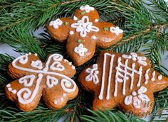 Zdobené perníčky hned měkké | NejRecept.cz German Cookies, Gingerbread Cookies, Cookie Recipes, December, Food And Drink, Low Carb, Favorite Recipes, Sweets, Baking