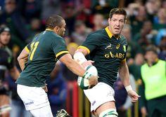 Bryan Habana off-loads to Bakkies Botha
