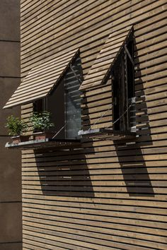Bagh-Janat residential architecture with timber and travertine cladding in Isfahan Iran by Bracket Design Studio - Architectural Architecture Résidentielle, Cultural Architecture, Education Architecture, Contemporary Architecture, House Cladding, Timber Cladding, Timber Slats, Wooden Facade, Wooden Slats