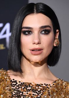 The Beauty Trends That Are Putting 2019 on the Map Beauty Trends 2019 j beauty makeup trends Frontal Hairstyles, Wig Hairstyles, Straight Hairstyles, Peaky Blinder Haircut, Brown To Blonde Ombre, Nelly Furtado, Peinados Pin Up, Hair Quality, My Hairstyle