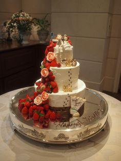 バドミントンをされているご新郎様。そして、たくさんの愛猫が結婚を一緒に喜んでくれています。 Wedding Cakes, Sport, Desserts, Food, Tortilla Pie, Pastries, Food Cakes, Wedding Gown Cakes, Tailgate Desserts