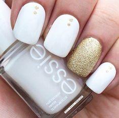 Uñas de novia en color blanco con dorado