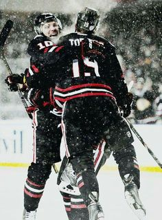 Patrick Sharp and Jonathan Toews, Chicago Blackhawks - Winter Classics Blackhawks Hockey, Hockey Teams, Chicago Blackhawks, Hockey Players, Hockey Stuff, Patrick Sharp, Hockey Boards, Hockey Baby, Of Montreal