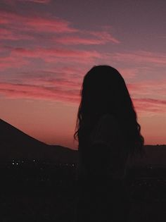 65 ideas sunset photography girl silhouette for 2020 Silhouette Photography, Shadow Photography, Girl Photography Poses, Sunset Photography, Sky Aesthetic, Aesthetic Photo, Aesthetic Pictures, Photographie Portrait Inspiration, Ft Tumblr