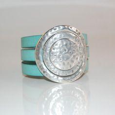 Bracelet kurt en cuir et métal argenté martelé