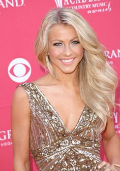 the lovely julianne hough, love her make up and her hair.. well I just love her!