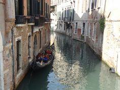Alumna: Camila Villar Figueroa Lugar: Venecia, Italia. Elegi esta foto porque me parece un lugar único y porque esta imagen sacada por mi refleja el arte que puede contener una foto