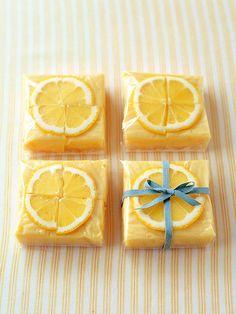 輪切りレモンのかわいさを生かして、透明セロハンでラッピング。/毎日おやつ&おもてなしSwetsBook(「はんど&はあと」2013年1月号)