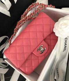 Chanel uploaded by Godersi la vita ♔ on We Heart It Chanel Handbags, Fashion Handbags, Purses And Handbags, Fashion Bags, Cute Handbags, Fashion Fashion, Fashion Women, Fashion Clothes, Fashion Ideas