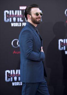 Chris Evans, Captain America: Civil War premiere ✨