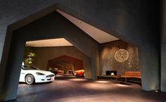 輸入車販売のショールーム兼オーナー住居。日本商環境設計家協会 JCDデザイン賞の金賞を受賞しました。
