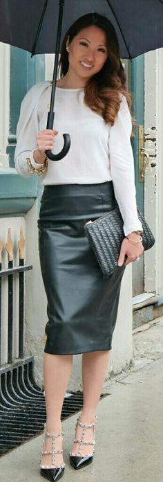 Stella in Classic black leather pencil skirt