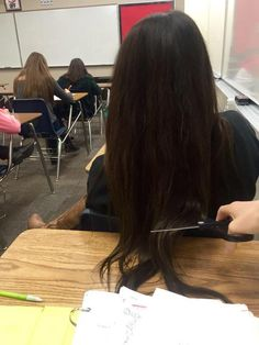 What Would You Do If Someone Did This To Your Hair? Photos) I would freak, but I hate when other girls have their hair all over my desk! Very Long Hair, Long Hair Cuts, Cool Girl Pictures, Girl Photos, 4 Photos, Forced Haircut, Sad Anime Girl, Hair Scissors, Cut Her Hair