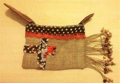 Günlük Boncuklu El çantası Dilediğiniz şekilde kullanıma uygun ve sadece 1 adet.