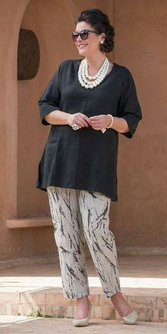 Kasbah black linen short sleeve pocket top and pattern trouser Más Mature Fashion, 60 Fashion, Over 50 Womens Fashion, Plus Size Fashion For Women, Fashion Over 50, Plus Size Women, Trendy Fashion, Fashion Outfits, Fall Outfits