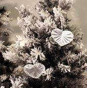Sydän - alumiini | HilleRin Nämä säihkyvät sydämet ovat alunperin olleet juomatölkkejä. Dandelion, Flowers, Plants, Dandelions, Florals, Planters, Flower, Blossoms, Plant