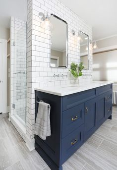 Delicate Contemporary Dark Wood Bathroom Vanity Design Ideas To Have Dark Blue Bathrooms, Best Bathroom Tiles, Blue Vanity, Master Bathroom Vanity, Navy Bathroom, Wood Bathroom, Small Bathroom, Bathroom Ideas, Bathroom Organization