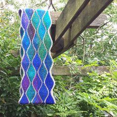 Free Knitting Pattern: Almendra Cowl   I LOVE this!
