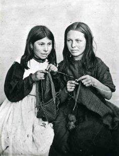 Lewis Harding's 1870s image of two little Polperro girls,  Mary Jane Langmaid and Elizabeth Joliff, knitting.