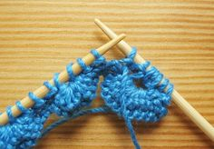 This 2 row knitting pattern makes a very impressive scalloped knitting edge, post includes pattern and photo tutorial. Knitting Stiches, Sweater Knitting Patterns, Lace Knitting, Crochet Yarn, Knit Edge, Edge Stitch, Macrame Patterns, Crochet Patterns For Beginners, Crochet Designs