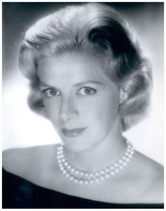 """Rosemary CLOONEY '50-60 (23 Mai 1928 - 29 Juin 2002) was an American singer and actress. She came to prominence in the early 1950s with the novelty hit """"Come On-a My House"""" written by William Saroyan and his cousin Ross Bagdasarian (better known as David Seville, the father figure of Alvin and the Chipmunks),She was the aunt of Academy Award winning actor George Clooney."""