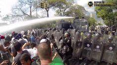 """""""Paz en calle y batalla en universidad (UCV)"""" #12M Twitter: @RC_Caracas @aemorantes"""