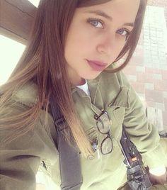 Israeli Girls, Idf Women, Outdoor Girls, Pink Foods, Female Soldier, Military Women, Girls Uniforms, Girl Next Door, Beautiful Women