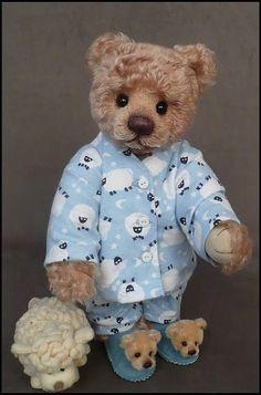 Teddy Bear Hug, Tatty Teddy, Cute Teddy Bears, Teddy Hermann, Bear Gallery, Bear Character, Teddy Bear Pictures, Paddington Bear, Vintage Teddy Bears